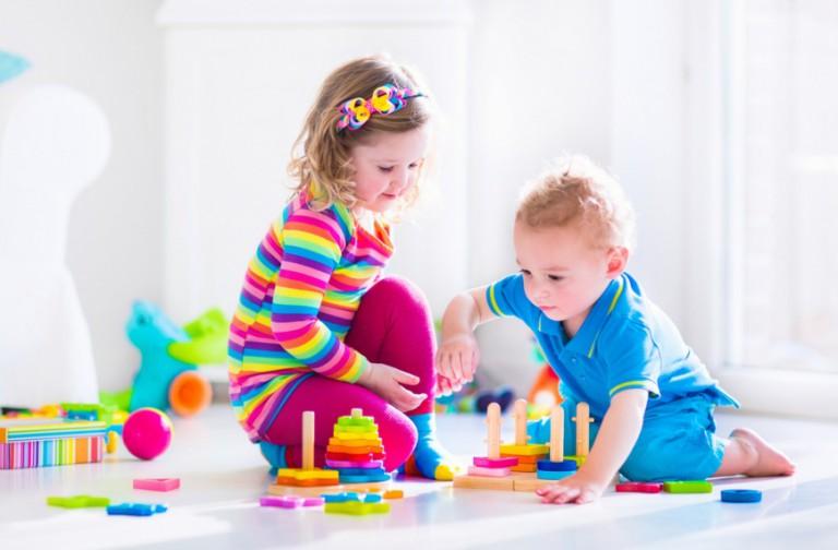 Дети с конструктором